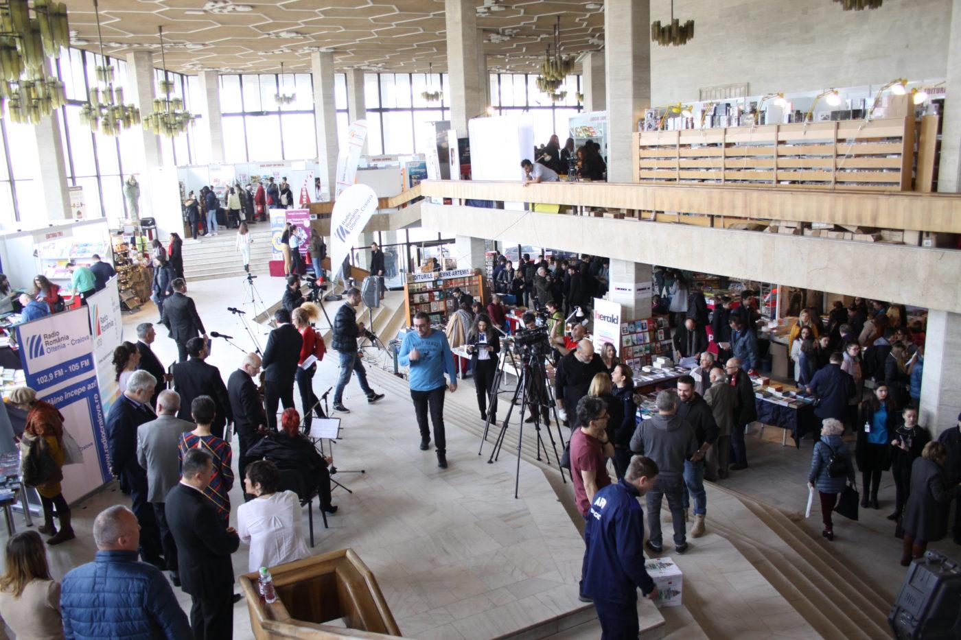 Foto Dezbateri la Gaudeamus Craiova 2019 - Condiţia scriitoarei în literatura română şi Generaţii literare